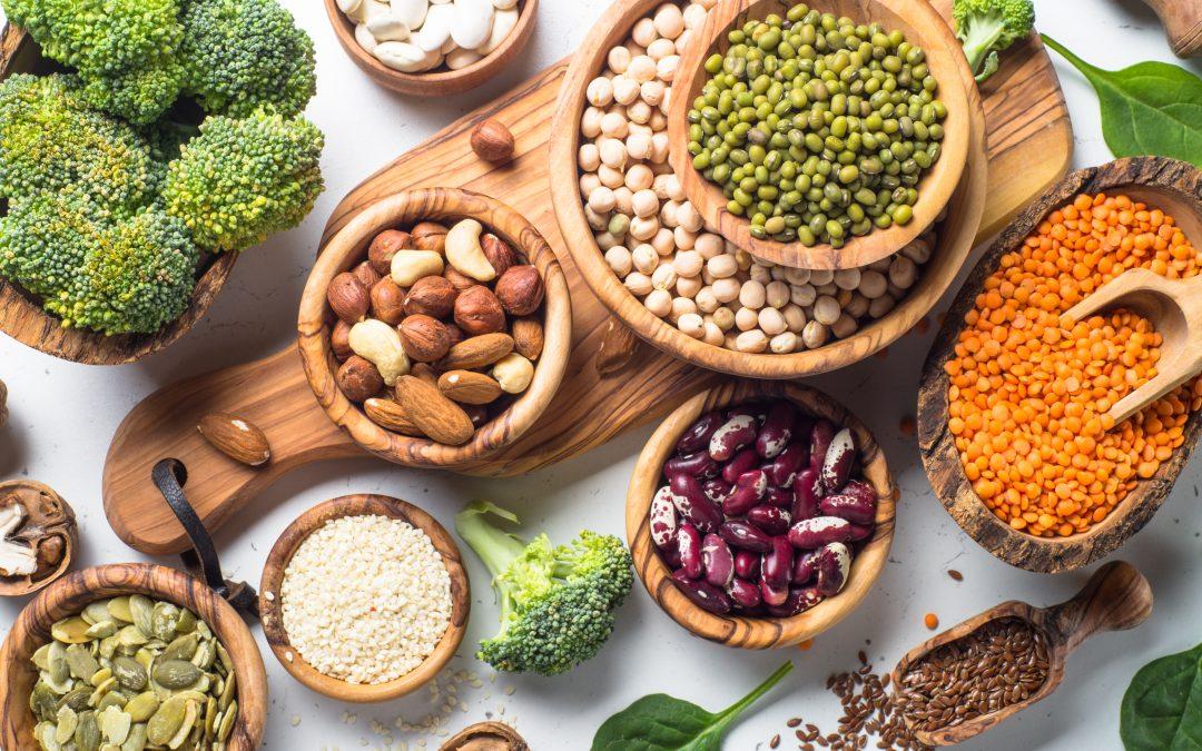 Proteínas vegetais são completas? Desvende 3 mitos sobre esse assunto!